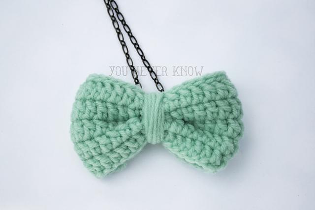 Crochet Bow Necklace pattern
