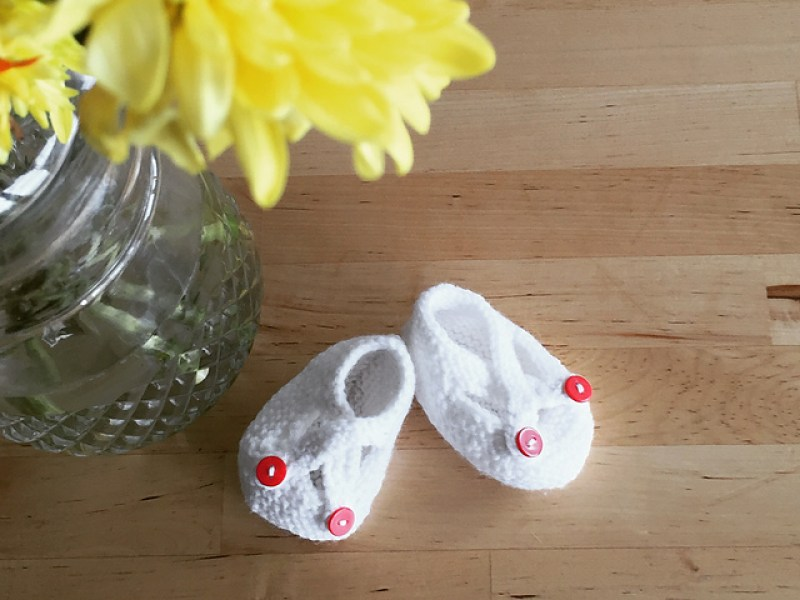 Baby shower gift - hand knit booties