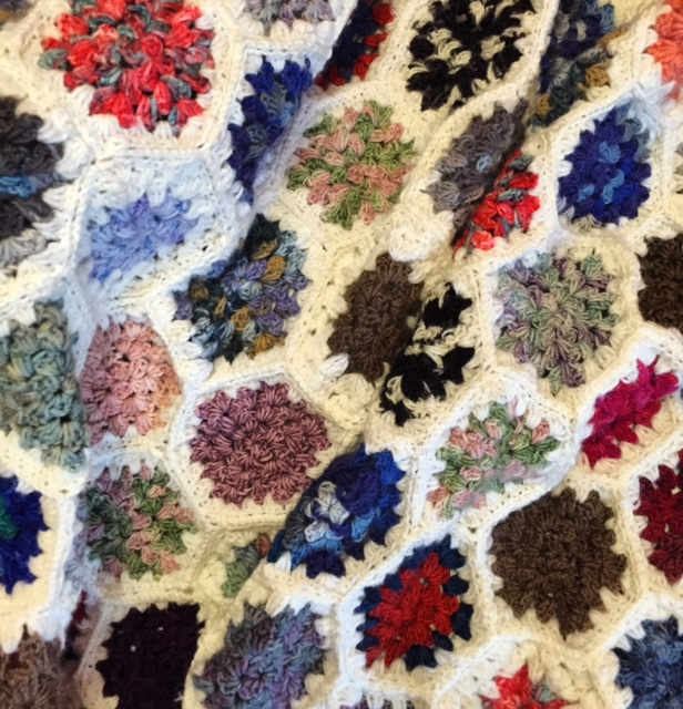 Granny square blanket with hexagons