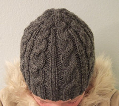 Free cabled beanie pattern