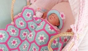 Daisy hexagon granny blanket to crochet