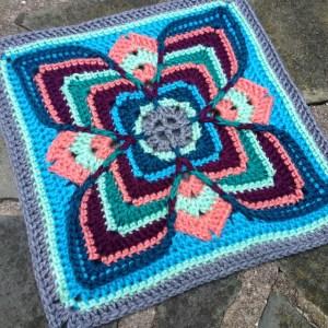 Larksfoot-inspired granny square