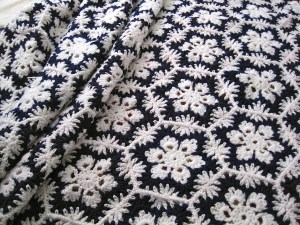 Snowflakes crocheted afghan