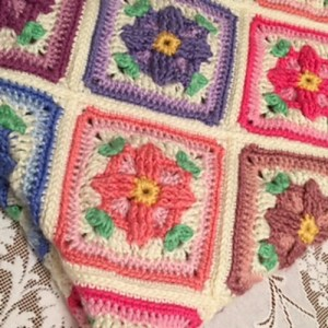 granny square with flower pattern