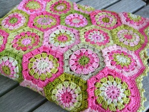 hexagon granny blanket pattern by attic 24