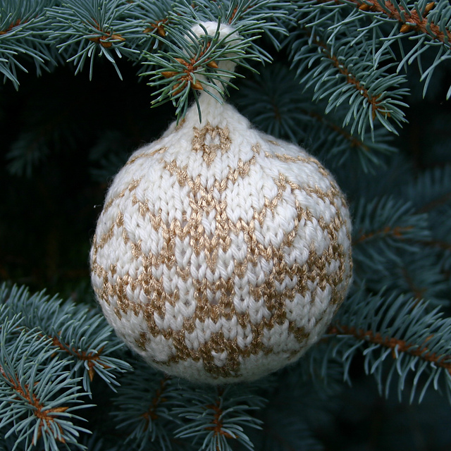 Christmas bauble knitting pattern