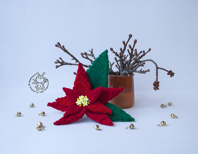 Knitted Christmas Poinsettia