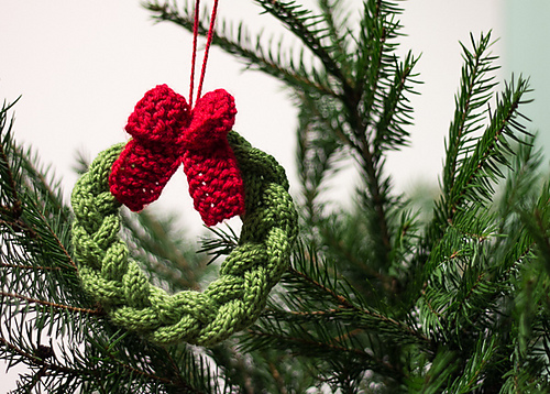knitted christmas tree wreath