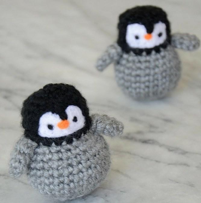 mini amigurumi penguins