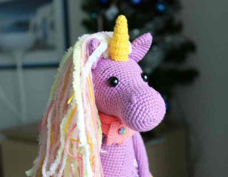 Free shy unicorn amigurumi pattern