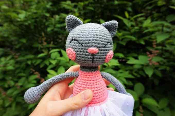 Amigurumi ballerina cat doll - free crochet pattern