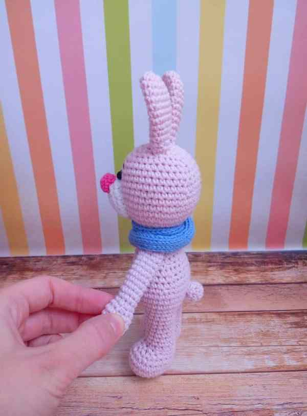 Crochet bunny with snood amigurumi pattern free