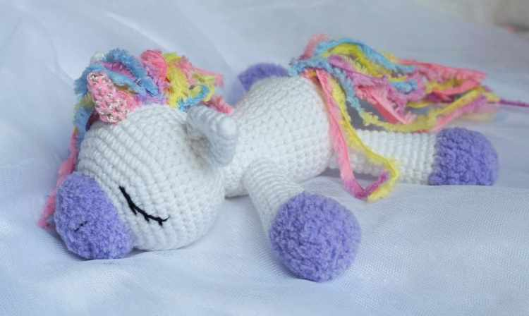 Amigurumi Pony : Sleeping unicorn pony crochet pattern - Amigurumi Today