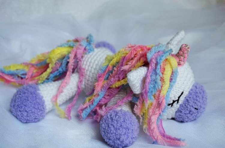 Sleeping unicorn pony crochet pattern
