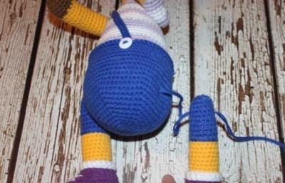 Crochet giraffe amigurumi pattern fixing legs
