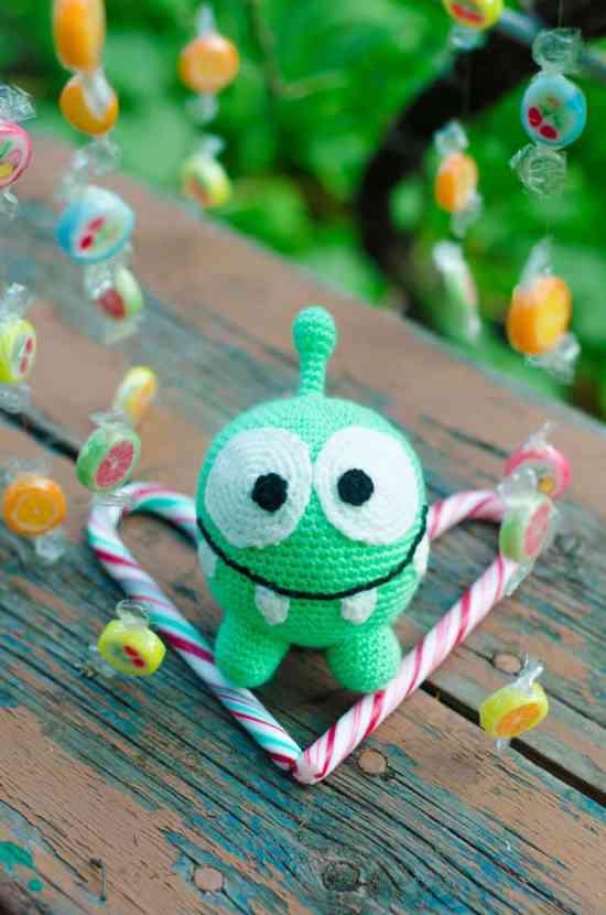 Crochet Om Nom amigurumi pattern free