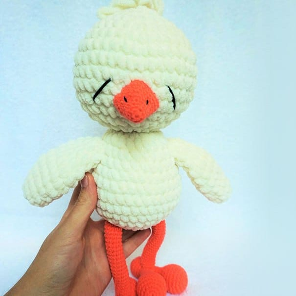 Sleepy chicken free amigurumi pattern