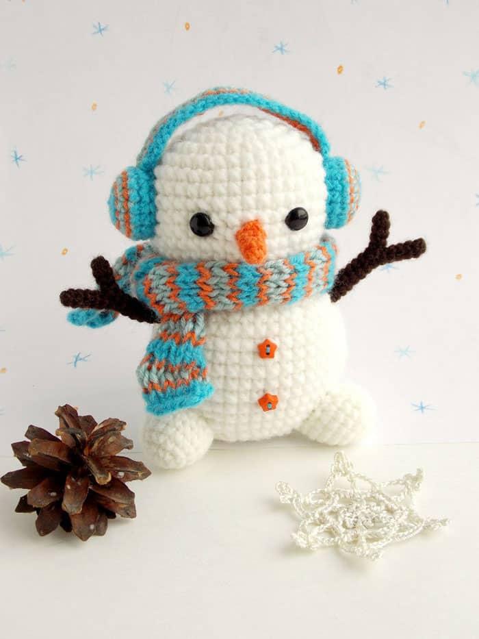 Amigurumi - free crochet snowman pattern