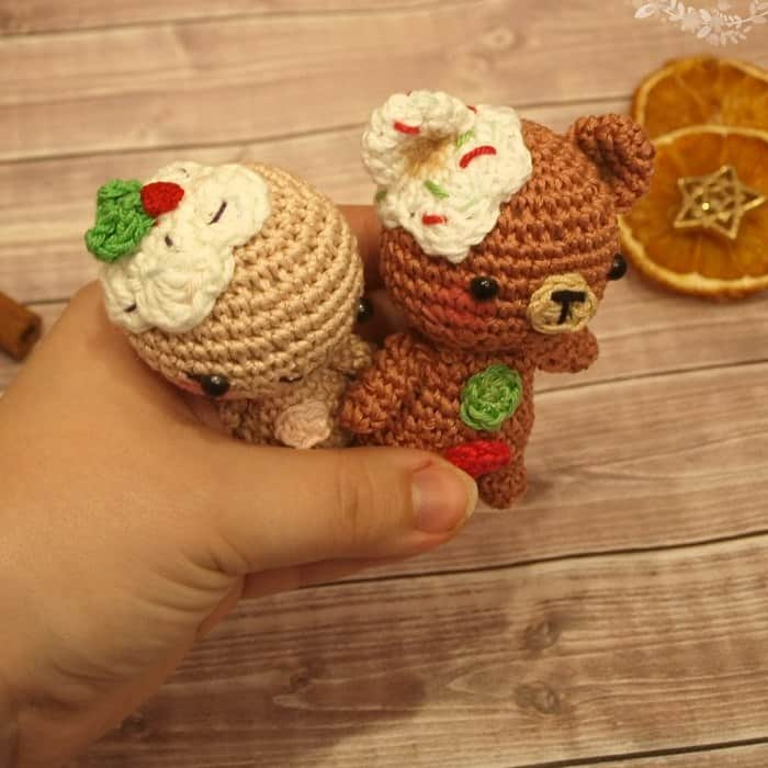 Amigurumi gingerbread man and teddy free crochet patterns