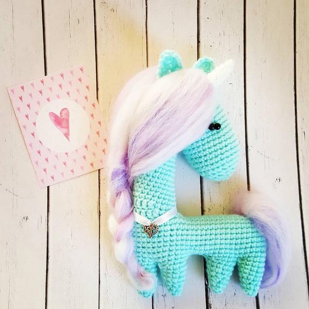 Crochet horse free amigurumi pattern