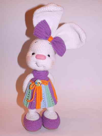 Pretty bunny amigurumi in dress - crochet pattern