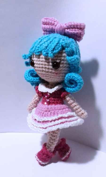 Tiny crochet doll amigurumi pattern free