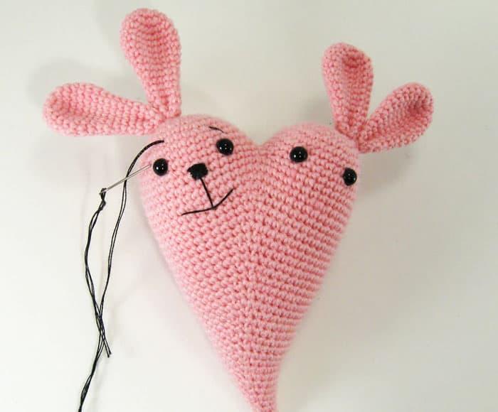 Amigurumi bunny heart - free crochet pattern