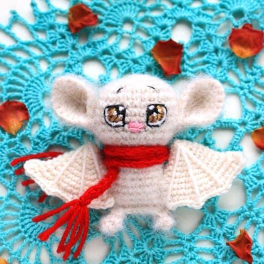 Crochet bat - free amigurumi pattern
