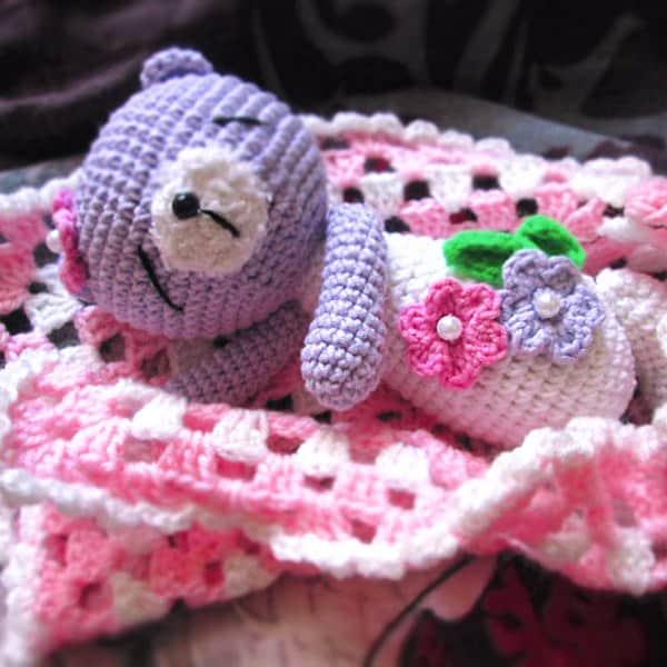Amigurumi sleeping teddy bear - free crochet pattern