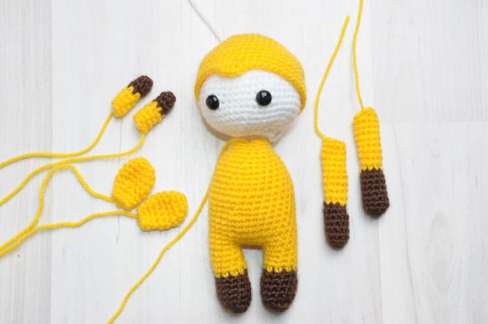 Amigurumi doll in giraffe costume - assembly