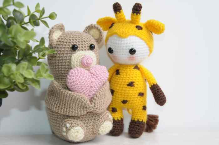 Amigurumi doll in giraffe costume - free pattern