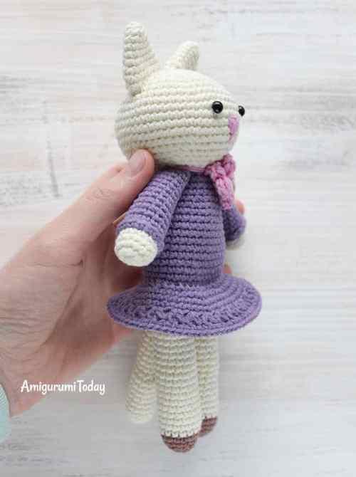 Amigurumi kitty in lilac dress pattern