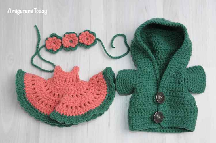 Crochet clothes for amigurumi bears