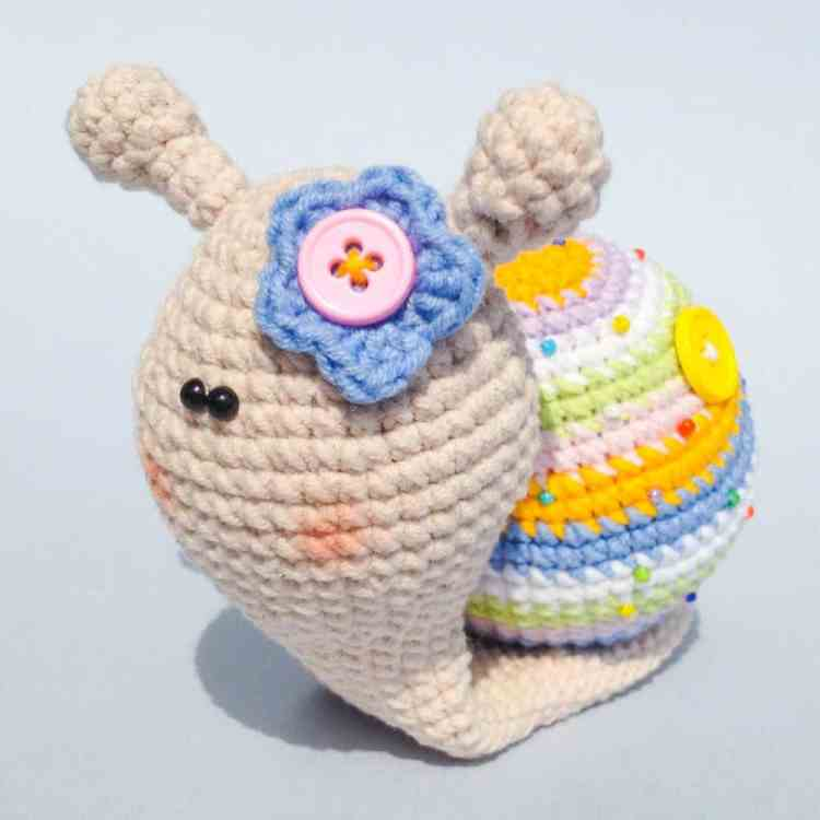 Crochet lady snail - free amigurumi pattern