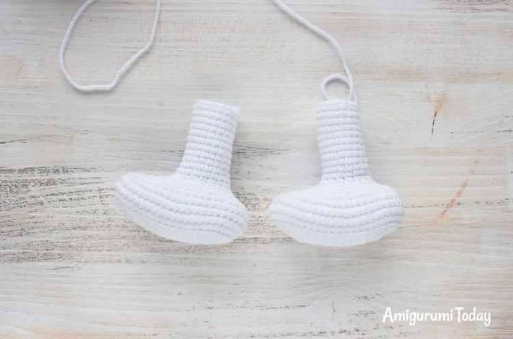 Crochet Smurf amigurumi pattern - legs