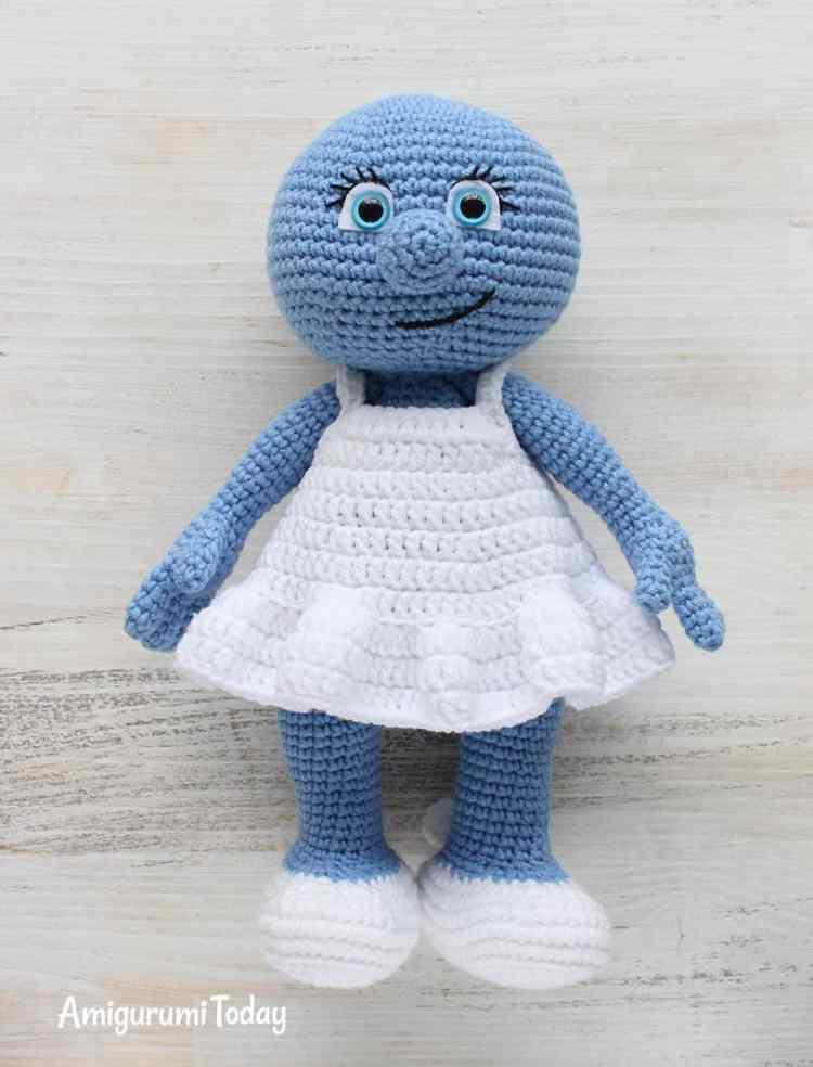 Amigurumi Smurfette crochet pattern - assembly