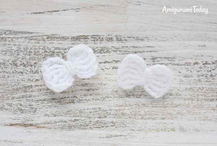 Crochet Smurfette amigurumi pattern - shoe bows