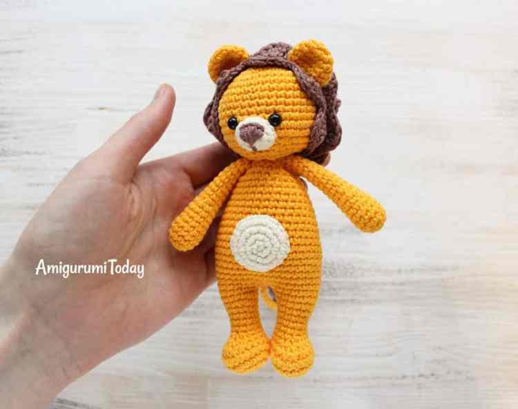 Cuddle Me Lion crochet pattern
