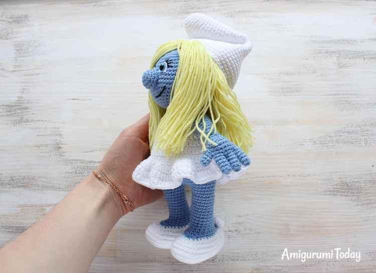 FREE Crochet Smurfette Pattern