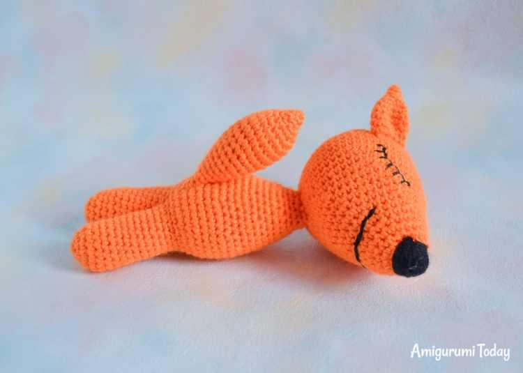 Free sleeping fox amigurumi pattern - assembly