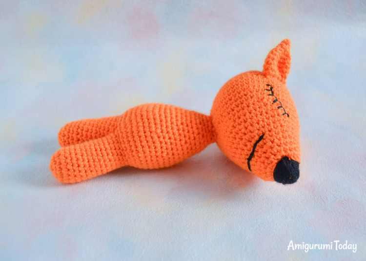 Sleeping fox amigurumi pattern - assembly