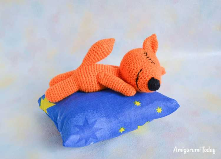 Sleeping fox amigurumi pattern