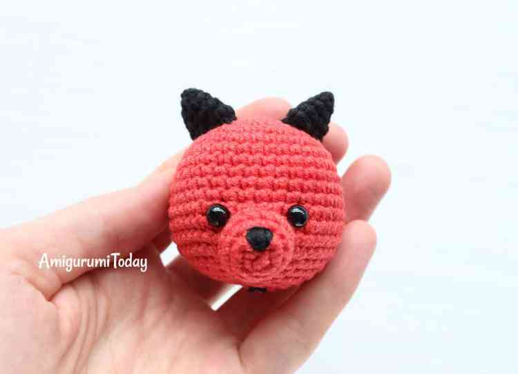 Cuddle Me Dragon crochet pattern - head with thorns