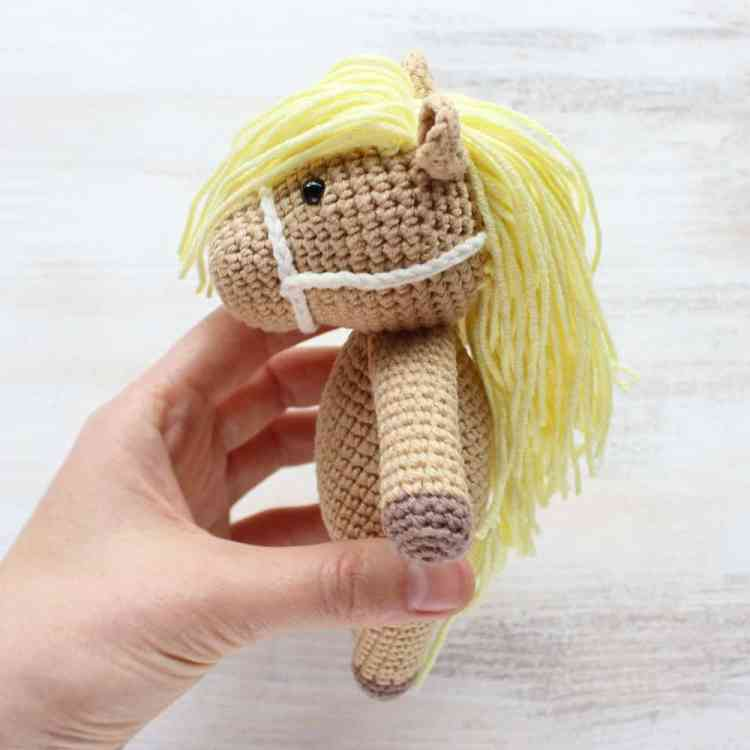 Crochet Cuddle Me Pony - Free amigurumi pattern by Amigurumi Today
