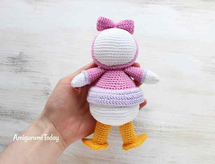 Crochet Webby Duck pattern by Amigurumi Today