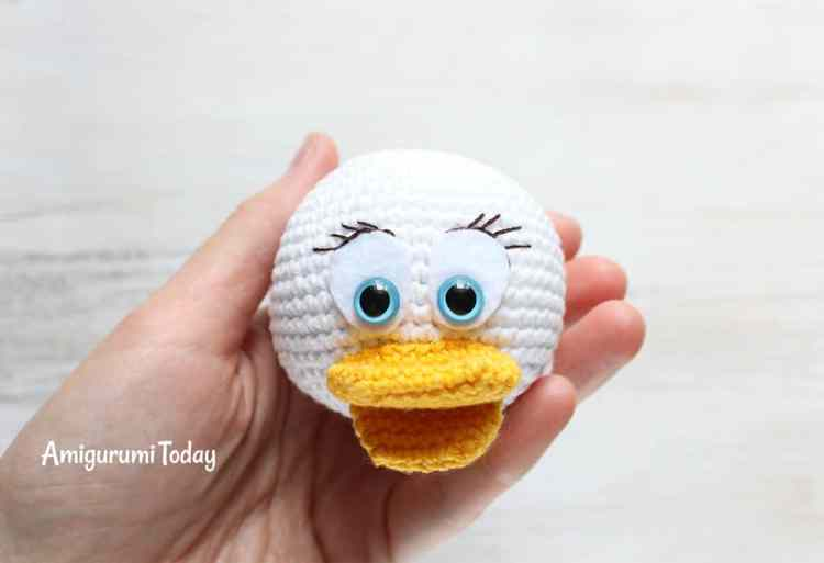 Webby Duck amigurumi pattern - face