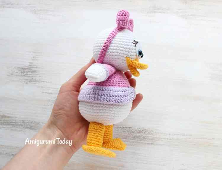 Webby Duck crochet pattern by Amigurumi Today