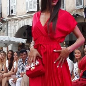 Robe rouge séduisante