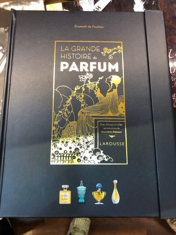 La grande histoire du parfum Larousse