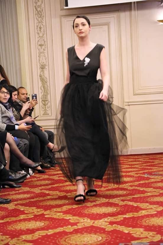 SUPERBE ROBE NOIRE LONGUE COUTURE ET TULLE CREATION JULY OF ST BARTH